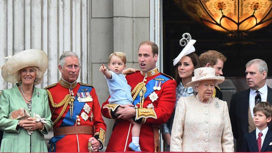 de la famille royale britannique arbre g n alogique de la famille pictures to pin on pinterest. Black Bedroom Furniture Sets. Home Design Ideas